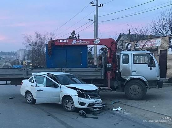 ВВолгограде вДТП пострадал 25-летний автомобилист