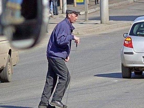 ВВолгограде шофёр легковушки сдрузьями избил пенсионера