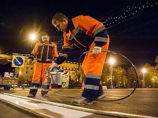 ВВолгограде ночью обновляют дорожную разметку