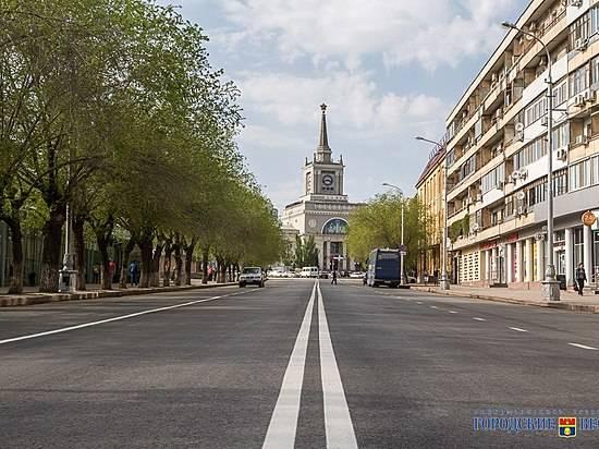Наулице Кранознаменской вВолгограде новое дорожное покрытие появится втретем месяце лета
