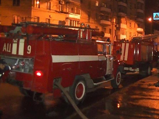 Из-за пожара набалконе высотки Волгограда довелось эвакуировать 13 человек