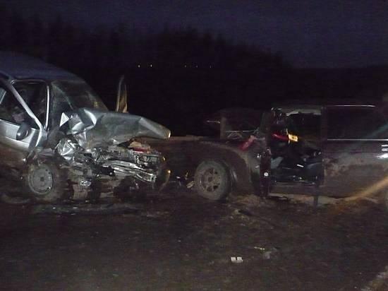 Под Волгоградом влобовом ДТП умер шофёр «семерки», еще трое в клинике