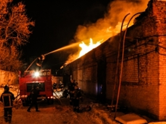 Вхуторе Бобры впроцессе пожара в 3-х домах пострадала женщина