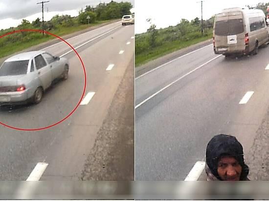 Натрассе под Волгоградом обокрали дальнобойщика изОренбурга