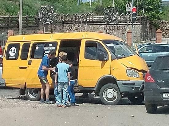 ВВолгограде встолкновении «маршрутки» илегкового автомобиля пострадал ребенок