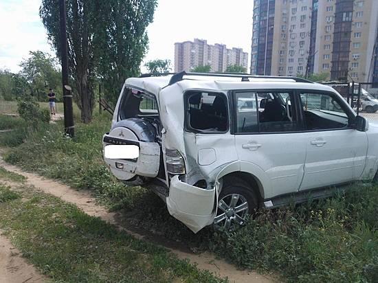 Назападе Волгограда джип врезался вдом ипробил газовую трубу