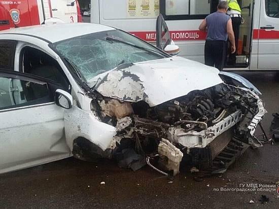 ВВолгограде неопытный шофёр едва неугробил 3-х девушек вночном ДТП