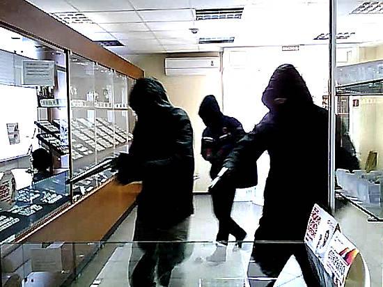 ВВолгоградской области налётчики ограбили ювелирный салон иранили полицейского