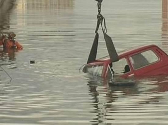 ВВолгоградской области молодая пара утонула вовремя секса вавтомобиле