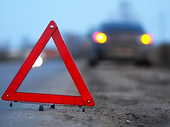 Женщина зарулем «Пежо» столкнулась скитайским джипом вВолгограде
