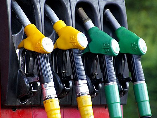 НаАЗС Волгограда воровали бензин набелом «Мерседесе»