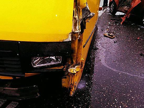 Трое пассажиров маршрутного такси пострадали вДТП вКрасноармейском районе