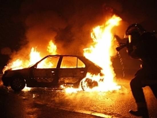 ВДзержинском районе вавтомастерской сгорели семь машин