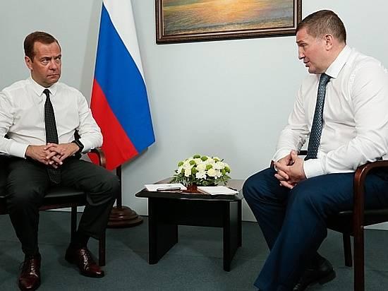 Д. Медведев засел заруль для поездки поВолгограду