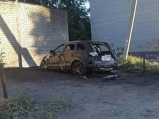 Насевере Волгограда дотла сгорела дорогая иностранная машина