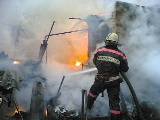 На пожаре под Волгоградом пострадали мужчина и женщина